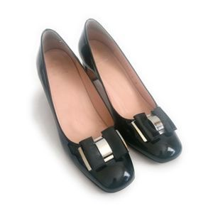 Stuart Weitzman Black Patent Leather Bow Pumps 8M